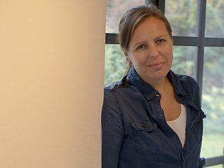 Katarina Thorstensson med sina glassmycken Foto: Anna Matre, Bjäreliv